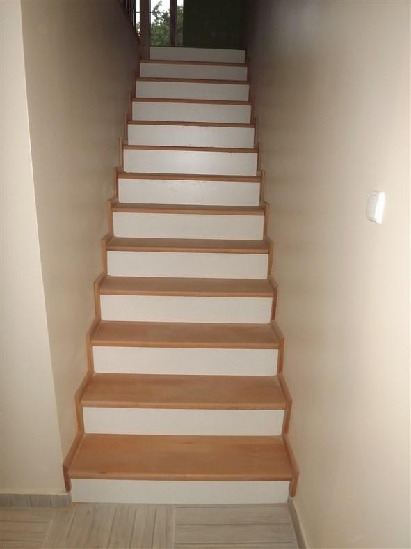 Düz Ahşap Merdiven