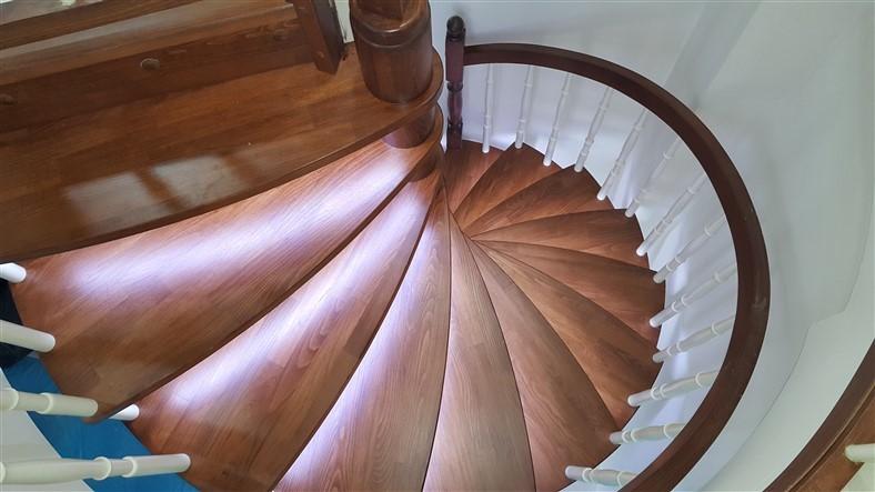 Döner Ahşap Merdiven