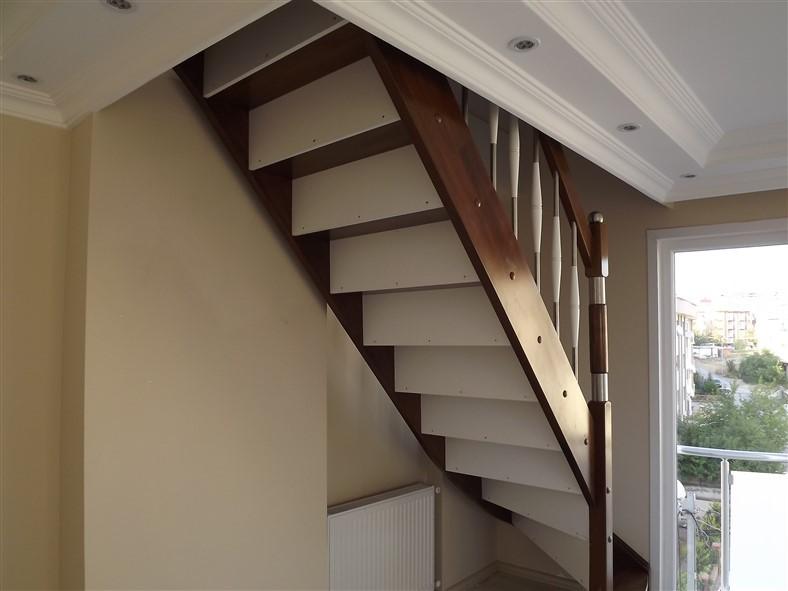 L Dönüşlü Ahşap Merdiven