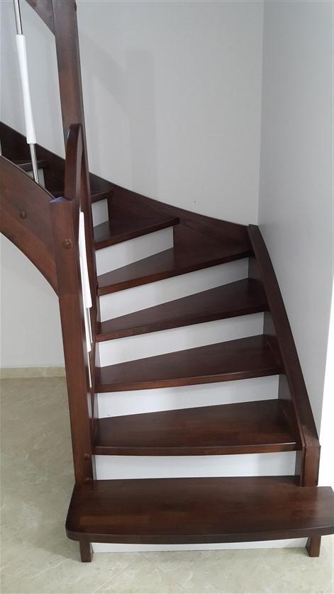U Dönüşlü Ahşap Merdiven